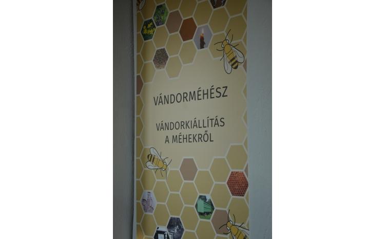 """A """"Vándorméhész"""" c. kiállítás főtáblája"""