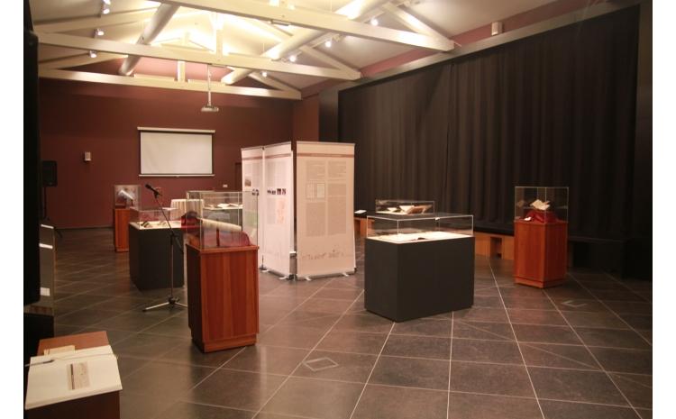 A kiállítás helyszíne röviddel a megnyitó előtt.